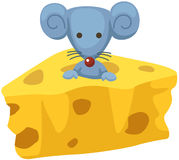 rato dos desenhos animados com uma parte de queijo Imagens de Stock