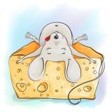 Rato engraçado dos desenhos animados que dorme no queijo Fotos de Stock Royalty Free