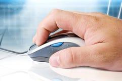 Rato, mão e fundo alta tecnologia Fotografia de Stock Royalty Free