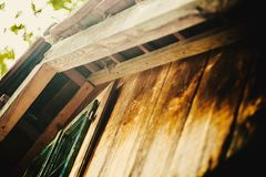 Rato pequeno na casa de madeira Imagens de Stock Royalty Free