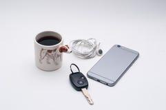 Rato sem fio do computador, xícara de café, lado do cão de Jack Russel do copo de café Imagens de Stock Royalty Free