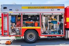 Ratowniczy firetruck pojazd z otwartymi lągami wystawia różnego wyposażenie Obraz Stock