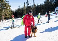 Ratownik i jego usługowy pies Zdjęcie Royalty Free