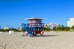 Ratownik kabina na pustej plaży, zdjęcie royalty free