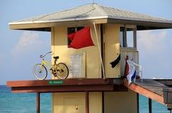 Ratownik stacja i bicykl na Miami plażach, Miami Floryda, 2014 Obrazy Royalty Free