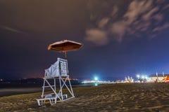 Ratownika krzesło w plaży nocą fotografia royalty free