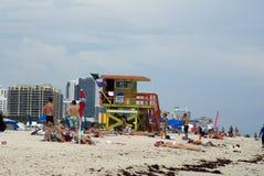 Ratownika stojak na plaży zdjęcie stock