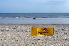 Ratownika wiatru przerwa na plaży przy Bridlington UK Obraz Stock