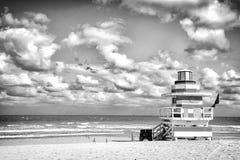Ratownika wierza dla ratowniczego baywatch na plaży w Miami, usa zdjęcia stock