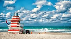 Ratownika wierza dla ratowniczego baywatch na plaży w Miami, usa obraz royalty free