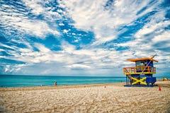 Ratownika wierza dla ratowniczego baywatch na plaży w Miami, usa zdjęcia royalty free