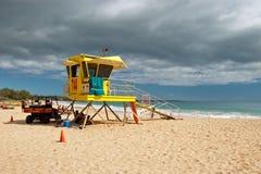 Ratownika wierza na Dużym plażowym Maui Hawaje Fotografia Royalty Free