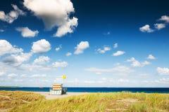 Ratownika wierza na plaży w Noordwijk, holandie obrazy stock