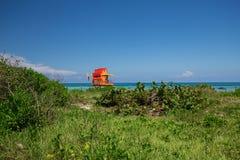 Ratownika wierza w kolorowym art deco stylu z niebieskim niebem i Atlantyk oceanem w tle, Świat podróży sławna lokacja W ten spos Zdjęcie Royalty Free