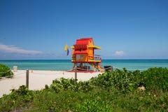 Ratownika wierza w kolorowym art deco stylu z niebieskim niebem i Atlantyk oceanem w tle, Świat podróży sławna lokacja W ten spos Zdjęcia Royalty Free