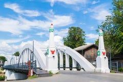Ratsadaphisek bro, den gamla konkreta bron över Wang River i Thailand Royaltyfri Fotografi