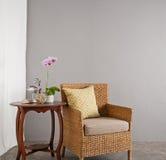 Rattan kanapy krzesło w holu położeniu Obraz Stock