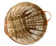 Rattan-Korb mit Ausschnitts-Pfad Lizenzfreies Stockbild