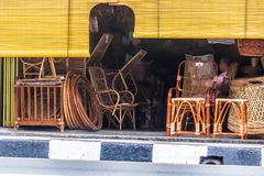 Rattan-Möbel für Verkauf stockbilder