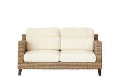 Rattan meblarska kanapa odizolowywająca na bielu Fotografia Royalty Free