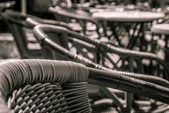 Rattanmöbel in der Kneipe Lizenzfreies Stockfoto