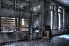 Rattanstuhl verlassen in einem Hotel Stockfoto