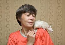 Ratte auf einer Schulter Stockfotos
