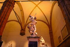 Ratto delle Sabine statue in Loggia de Lanzi by night Stock Photos