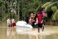 Ratunek ofiary powodzi obrazy stock