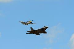 Raubvogel F-22 an der großen Neu-England Flugschau Lizenzfreie Stockfotografie