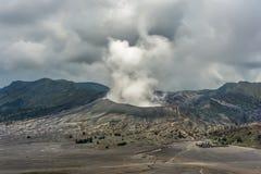 Rauch auf Berg Bromo Lizenzfreie Stockfotos