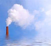 Rauch auf dem Wasser lizenzfreies stockfoto
