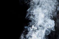Rauch auf einem schwarzen Hintergrund Lizenzfreie Stockfotos