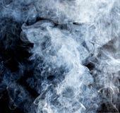 Rauch auf schwarzem Hintergrund Stockbild