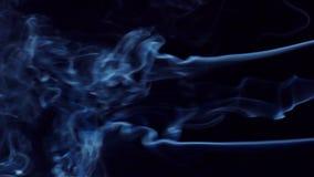 Rauch auf schwarzem Hintergrund stock footage