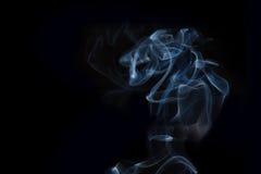 Rauch auf schwarzem Hintergrund Stockfoto