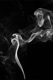 Rauch auf schwarzem Hintergrund - Archivbild Stockfotografie
