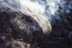 Rauch und Asche der langen Belichtung des Feuers Nahaufnahmemakro lizenzfreie stockfotos