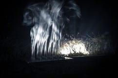 Rauch und Wolke Künstlerische Abstraktion verfasst auf dunklem Hintergrund Lizenzfreies Stockfoto