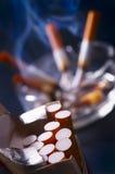 Rauch und Zigaretten stockbilder