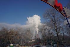 Rauch vom CHP-Rohr lizenzfreies stockfoto