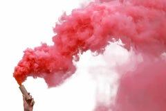 Rauchbomben mit rotem Rauche lizenzfreie stockfotos