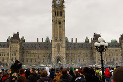 Rauchen Sie Dunst über Parlaments-Hügel während 4/20 Sammlung Stockfoto