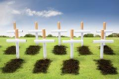Rauchende Abbrüche, Raucher-Friedhofkonzept Lizenzfreie Stockbilder
