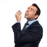 Rauchende Drogen des Mannes Lizenzfreies Stockbild