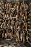 Rauchende Fische - geräucherte Heringe Stockfotos