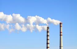 Rauchende Kraftwerkkamine Lizenzfreies Stockbild