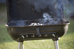 Rauchender Grill Stockfotografie
