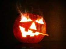 Rauchender Halloween-Kürbiskopf Lizenzfreies Stockfoto