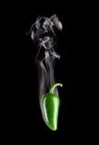 Rauchender heißer Jalapeno-Pfeffer (spanischer Pfeffer Annuum) Stockfotografie